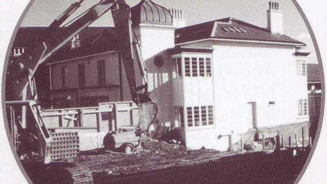 091990 Pax Lodge_construction on the World Bureau