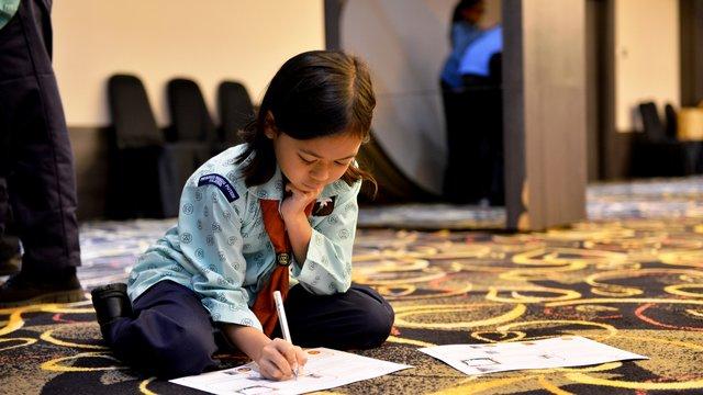 2017 02 _ Malaysia _ Girl sat working on the floor - Credit Edwin Lam